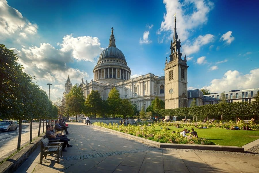 CREATE YOUR OWN ROYAL ROMANCE WITH THE LONDON PASS